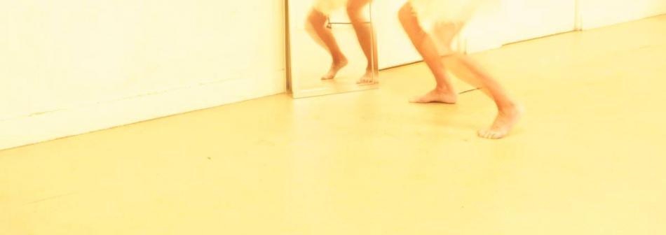intérieur - jour, avec miroir, photographie, photo floue, danse et Butô en musique