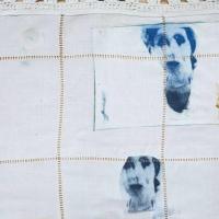 série retrouvailles, ainsi font - photogravure sur tissu ancien