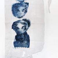 série re-trouvailles, déchirure 1 - gravure au carborundum sur tissu ancien